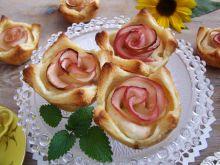 Francuskie mini serniczki z jabłkowymi różyczkami