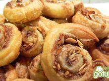 Francuskie ślimaki z cynamonem i migdał