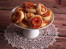 Francuskie zawijasy z pesto, szynką i serem