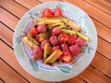 Frykadelki tatarskie z porem i pomidorem