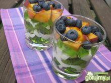 Galaretka z borówkami i brzoskwiniami