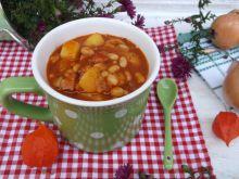 Gęsta zupa z fasolą, ziemniakami i boczkiem