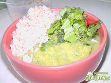 Gęsty krem brokułowy z ryżem i sałatką