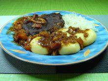 Gicz wołowa z glazurowanymi warzywami