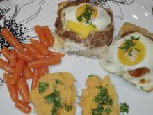 Gniazdka z mielonego z jajkiem