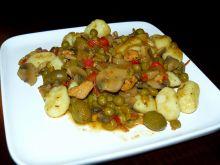 Gnocchi w sosie pieczarkowo-warzywnym z kurczakiem