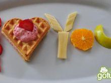 Gofry z owocami z miłosnym przekazem