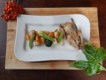 Gołąb z konfitowanymi warzywami