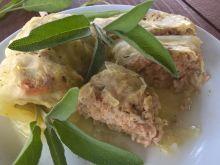 Gołąbki z młodej kapusty z brązowym ryżem i mięsem