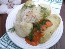 Gołąbki z młodej kapusty z sosem pomidorowym