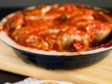 Gołąbki z pęczakiem i grzybami w sosie pomidorowym