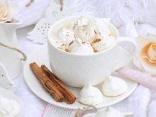 Gorąca czekolada z bezikami i cynamonem