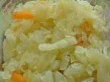 Gotowana kapusta z dodatkiem marchewki