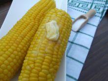 Gotowana kukurydza z masłem i solą