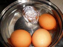 Gotowanie nadtłuczonych  jajek