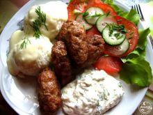 Greckie kiełbaski loukanika i dodatki