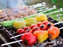 Świetny pomysł na letniego grilla - marynowane warzywa i owoce