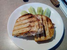 Grillowana kanapka z kurczakiem