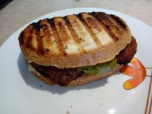 Grillowana kanapka z mielonym