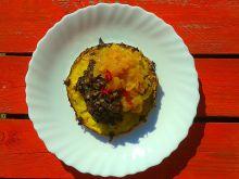 Grillowana kaszanka na ananasie z cebulą duszoną