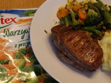 Grillowana pierś kaczki z puree i warzywami