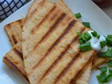 Grillowana tortilla z serem i szynką