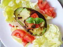 Grillowane awokado z pomidorową salsą