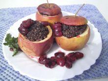 Grillowane jabłka z kaszanką i sosem wiśniowym