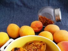 Grillowane morele z chili i miodem