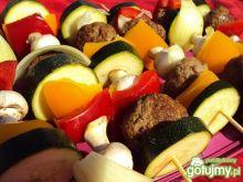 Grillowane szaszłyki z mięsa mielonego