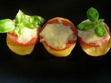 Grillowane ziemniaki z pomidorami i serem