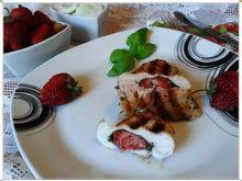 Grillowania pierś z kurczaka z truskawką i bazylią