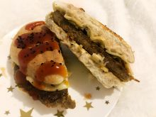 Grillowany burger z oliwkami