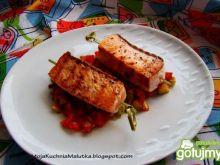 Grillowany łosoś na warzywnej salsie