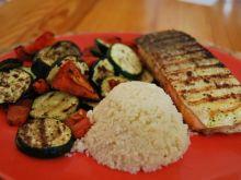 Grillowany łosoś z warzywami