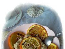 Grillowany pomarańcz otulony bitą śmiet.