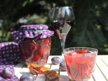 Grzaniec ze śliwek z winem