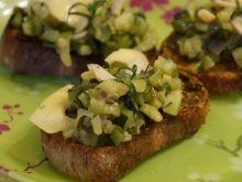 Grzanki na oliwie czosnkowej z zielonym ragout