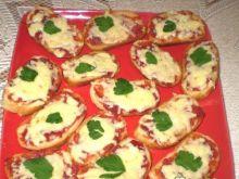 Grzanki z chutneyem pomidorowym i serem