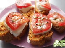 Grzanki z mozzarellą i pomidorami