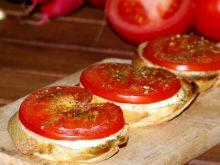 Grzanki z pomidorem i mozzarellą