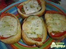 Grzanki z serem kozim i pesto