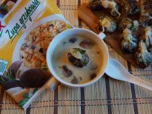 Grzybowa zupa z grzybowymi koszyczkami