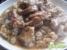 Gulasz mięsny z łopatki z kaszą