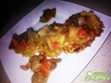 Gulasz w wieprzowiną, kurkami i papryką
