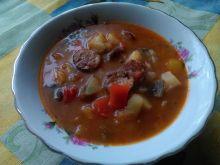 Gulasz warzywny z kiełbasą