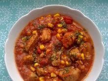 Gulasz wieprzowy z kukurydzą i pomidorami
