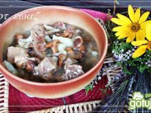 Gulasz wieprzowy z kurkami i kalafiorem