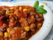 Gulasz wieprzowy z pomidorami, fasolką i kukurydzą