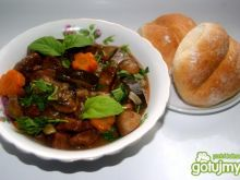 Gulasz wołowy z cukinią i pieczarkami